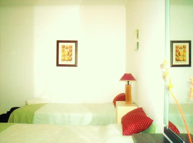www.east-west-algarve.com 2 bedroom.Green bedroom