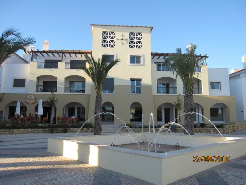 www.east-west-algarve.com.Through The Fountain Conceicao de Tavira
