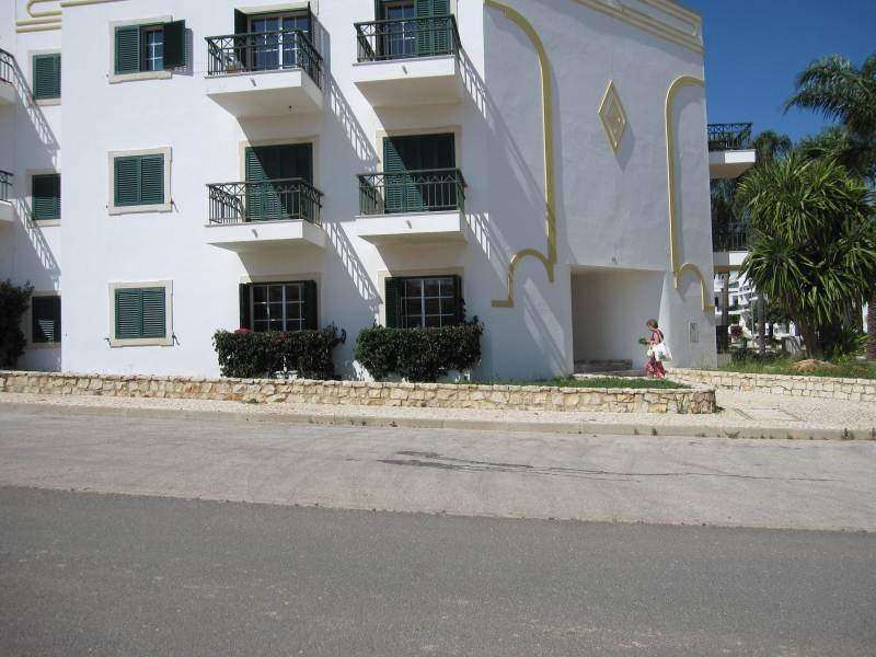 TWO BEDROOM APARTMENT.www.east-west-algarve.com