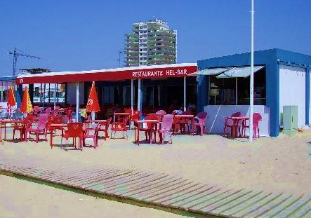 Algarve beach restaurant in Monte-gordo