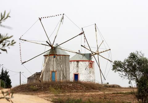 Portuguese windmillsfrom east-west-algarve.com